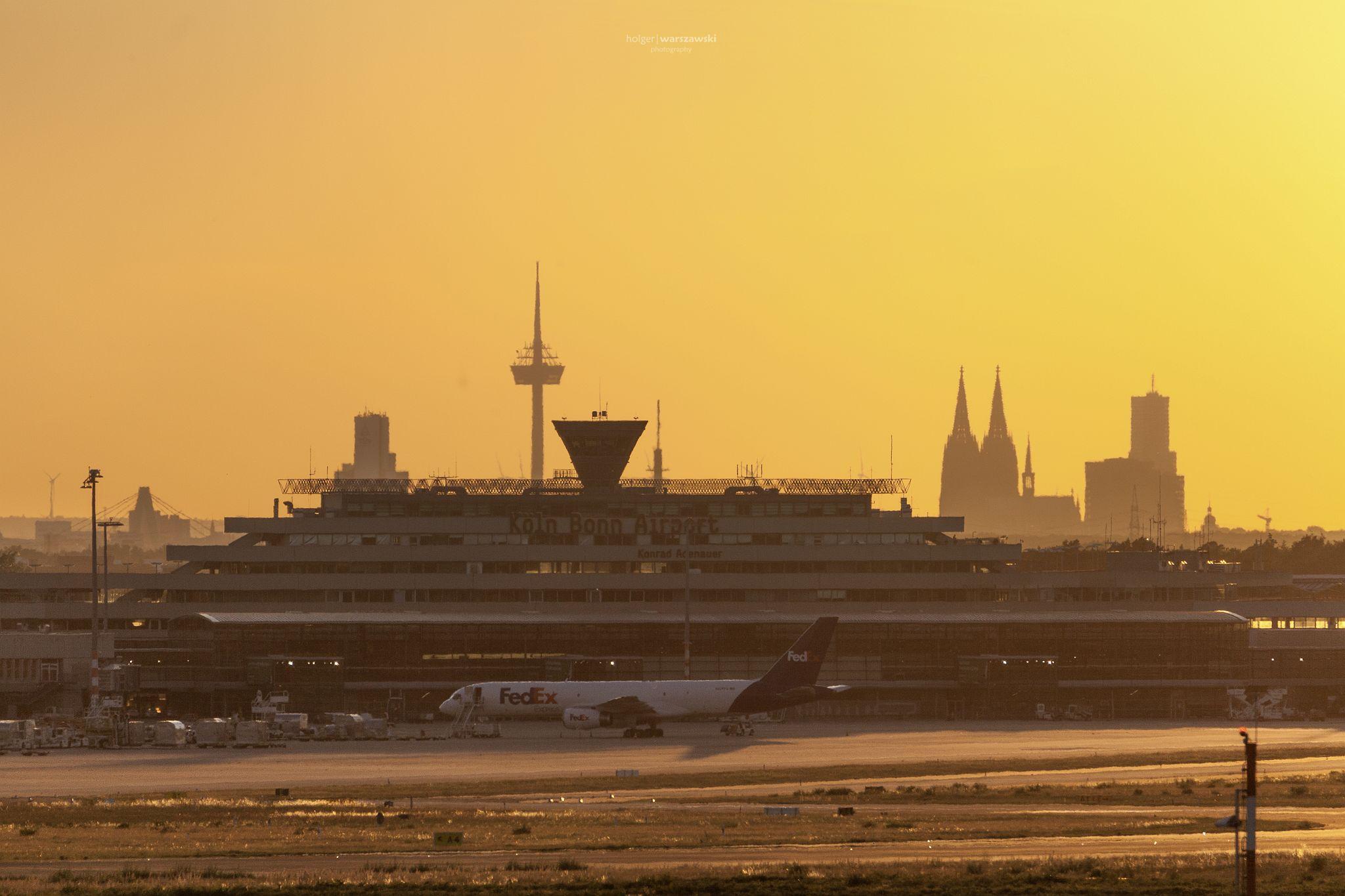 Sommerabend am Köln-Bonn Airport